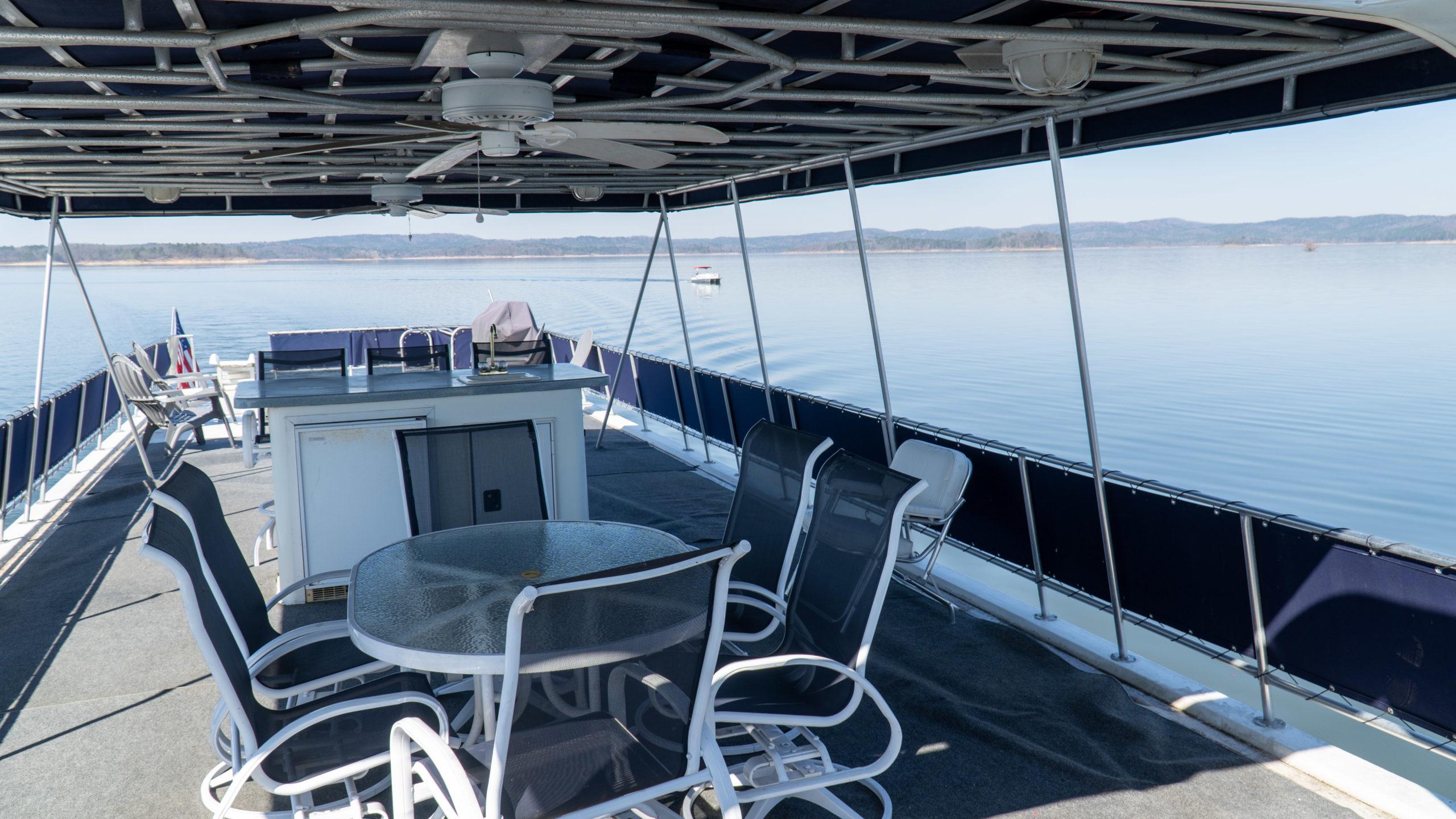 houseboat rental upper deck